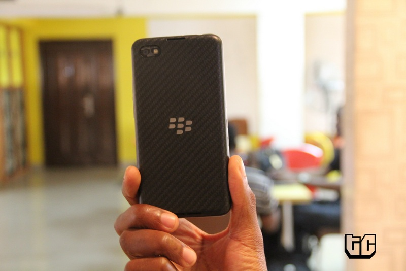 Blackberry z30 back and logo