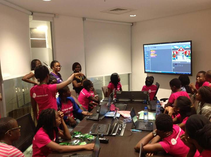 W.TEC girls present their scratch project at GE