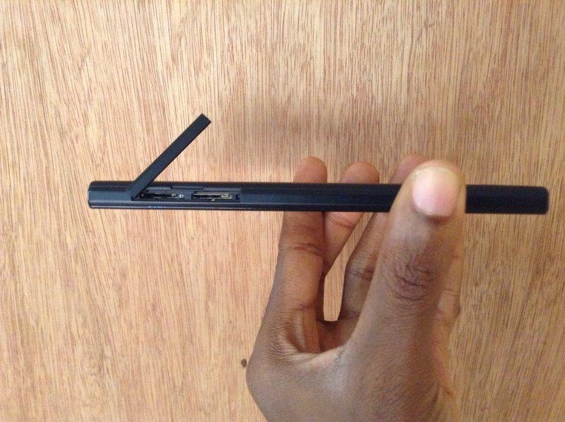 Blackberry-Z3-card-slots_open