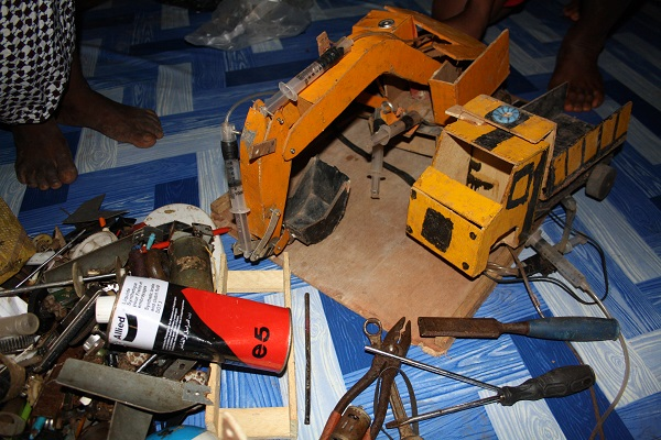 Miniature excavator